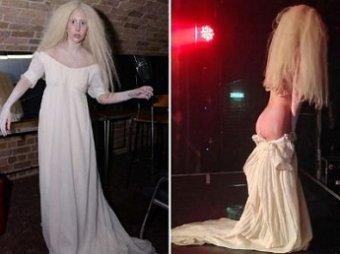 Леди Гага эпатировала публику в гей-клубе, раздевшись догола