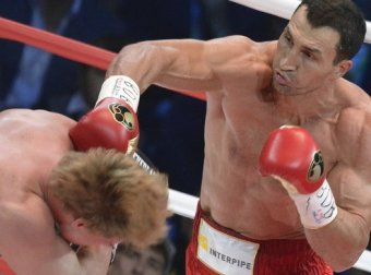 Владимир Кличко отстоял титул, победив Александра Поветкина