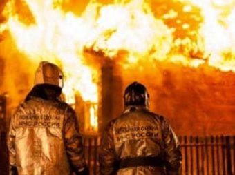 Трое детей погибли и пятеро пострадали при пожаре в частном доме под Челябинском