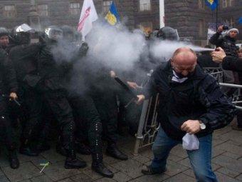 Милиции не удалось разгромить Евромайдан в Киеве: ранен один страж порядка