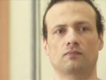 Сын осужденного учителя Фарбера запер себя в клетку на Воробьевых горах