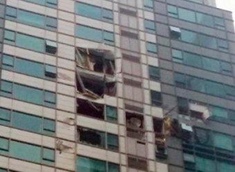 В Сеуле вертолет врезался в небоскреб: двое погибших