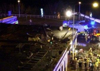 В Глазго вертолет полиции упал на крышу паба: шестеро погибших