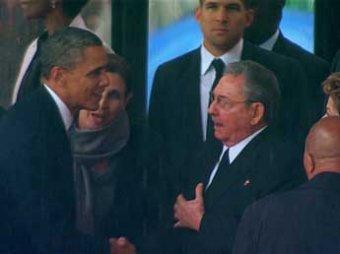 "На панихиде по Манделе Обама ""незапланированно"" пожал руку Раулю Кастро"