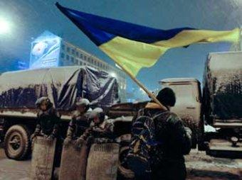 Оппозиционеры покинули мэрию в Киеве, милиция сносит баррикады