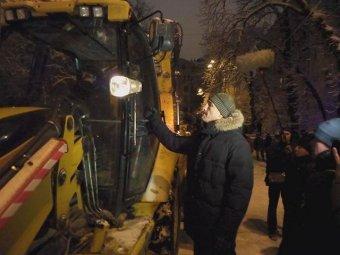 Владимир Кличко остановил трактор, который пытался снести баррикады пикетчиков