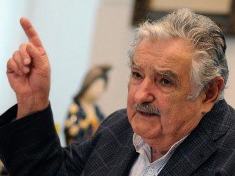 Уругвайский президент шокировал желтыми ногтями в сандалиях