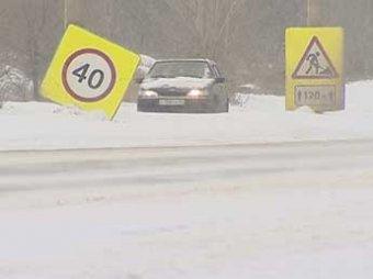 Из-за снегопада Волгоград встал в многокилометровых пробках, произошло около 300 ДТП