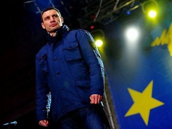 Виталий Кличко отказался от титула чемпиона мира ради политики