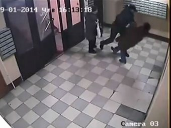 Шокирующее видео, где двое мигрантов жестоко избивают старушек, взорвало Сеть