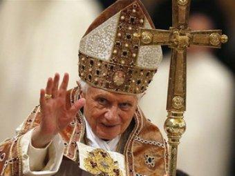 Бенедикт XVI лишил сана за педофилию 400 священников