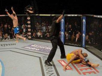 Шок: экс-чемпион UFC сломал ногу о туловище соперника прямо на ринге