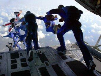 16-летняя экстремалка выжила, рухнув с 900-метровой высоты