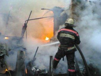 В Астрахани при пожаре в жилом доме погибли трое детей
