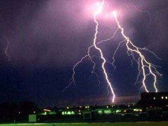 В Аргентине молния убила трёх человек, ещё 22 ранены