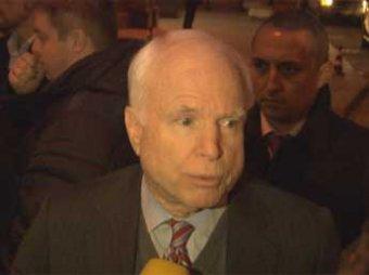 Маккейн предупредил Путина о риске повторения украинского сценария в России