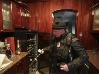 В Сеть попало видео побега Януковича из Межигорья (ФОТО, ВИДЕО)