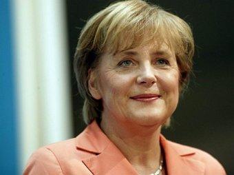 СМИ: в сети появилось фото Меркель с гитлеровским усами