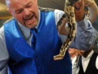 Ведущий National Geographic умер от укуса змеи