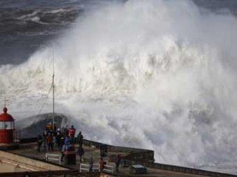 Стихия обрушилась на Европу: снегопады в Альпах, наводнения в Италии, 8-метровые волны в Испании