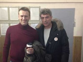 """Немцова, Яшина и Навального арестовали за участие в акции у суда по """"болотному делу"""""""