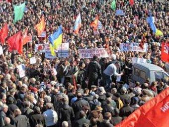 Жители Харькова, Донецка, Луганска и Одессы вышли на многотысячные акции протеста