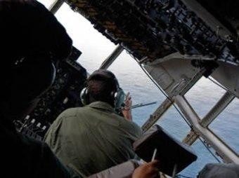 Скандал: пилот пропавшего Boeing летал с девушками в кабине (ФОТО)