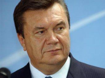 Янукович заявил, что Украина разваливается как страна