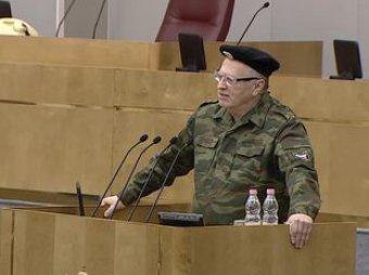 Жириновский пришел в Госдуму в военной форме (ВИДЕО)