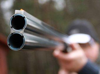 В ЯНАО двое мужчин в школе открыли стрельбу из ружей и застрелились