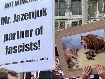 Немцы освистали Яценюка, назвав его террористом и убийцей