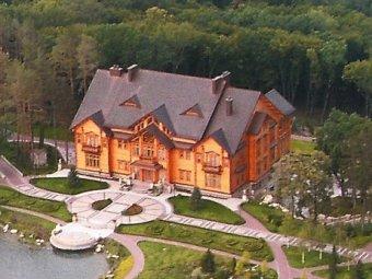 Майдановцы разграбили резиденцию Януковича в Межигорье