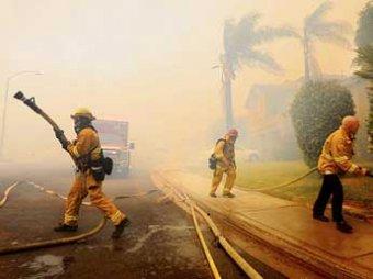 В Калифорнии бушуют лесные пожары: эвакуировано 40 тысяч человек