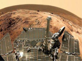 Curiosity снова заснял на Марсе НЛО с хвостом