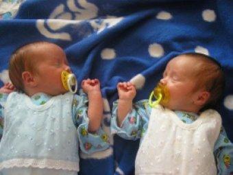 Жительница Якутии родила двойню на борту самолета