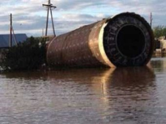 Очевидцы: наводнение на Алтае принесло в жилой поселок ступень ракеты (ВИДЕО)