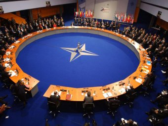 Депутат из Канады забыла в аэропорту секретные документы НАТО