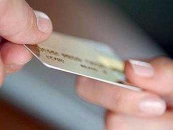 """ЦБР рассказал о новом мошенничестве с кредитками: """"Продай мне карточку"""""""