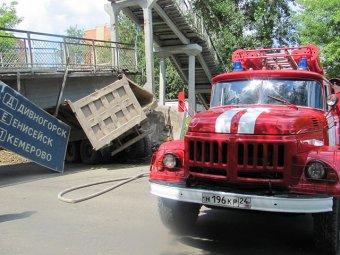 В Красноярске пьяный водитель КАМаЗа обрушил мост