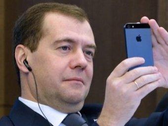 Хакеры сообщили о секретном акаунте Медведева, с которого он читает Навального