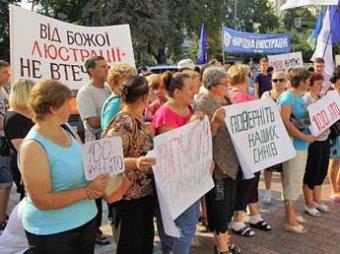 У здания Рады в Киеве снова митингуют: тысячи человек требуют люстрации власти