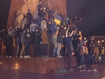 В Харькове под снесённым памятником Ленину произошла потасовка: ранены пятеро