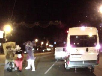 В Челябинске Лунтик, Микки Маус и Спанч Боб избили водителя