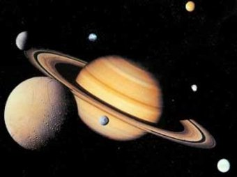 Ученые увидели на Сатурне гигантский вихрь в форме правильного шестиугольника