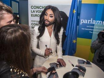 Бородатая певица Кончита Вурст выступила перед Европарламентом и призвала к толерантности
