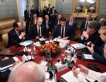 Путин в Милане позавтракал с Порошенко и на бумаге нарисовал Меркель свою позицию по Украине