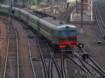 В Подмосковье неизвестный угнал электричку и врезался в поезд