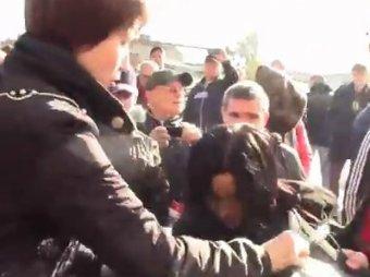 """В Днепропетровске """"мусорной люстрации"""" впервые подвергли женщину"""