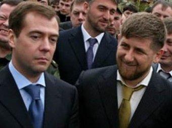 Медведев с Кадыровым сделали селфи на фоне Путина