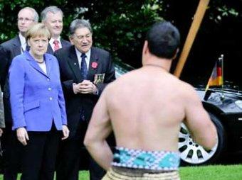 В Новой Зеландии Меркель напугал танец дикарей